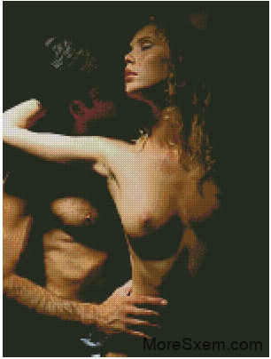 фото парень ласкает грудь